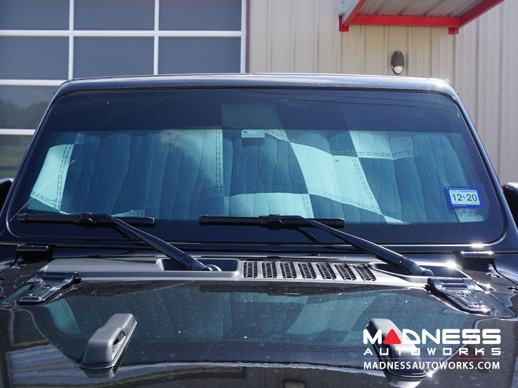 Jeep Wrangler JL Windshield Custom Sunshade - Racing Flag Design