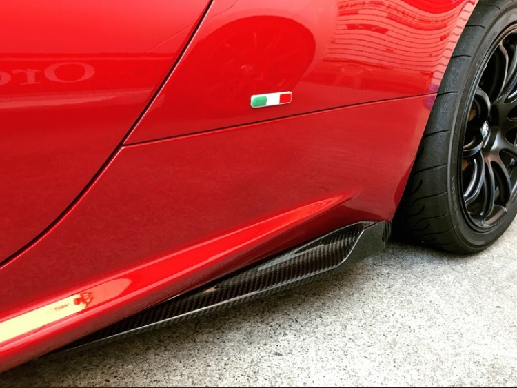Alfa Romeo 4C Carbon Fiber Side Skirt Set - Shark Fin