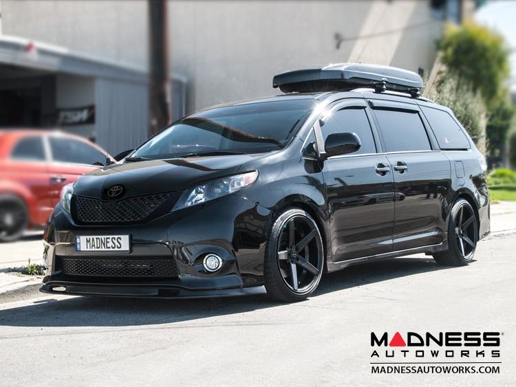 Toyota Sienna Emblem Carbon Fiber